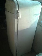 Старый холодильник ЗИЛ МОСКВА